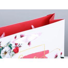 Пакет подарочный ламинированный Любовь дарит тебе счастье, 22 × 17.5 × 8 см